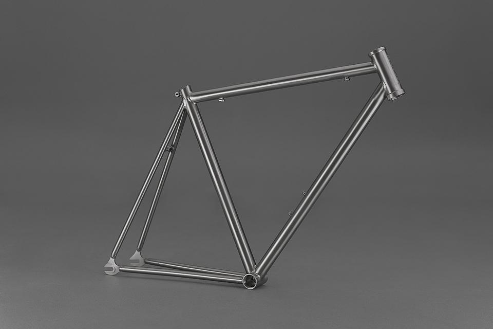 Focale-44-custom-titanium-frame-1